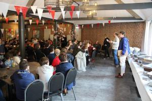 Speeches van Hans van den Berg en Paul Edridge in Tuinzaal